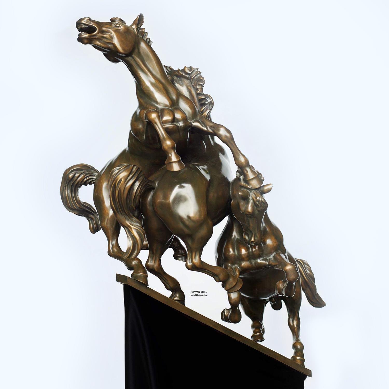 Sculptuur-Strijdende-paarden-naar-de-top2