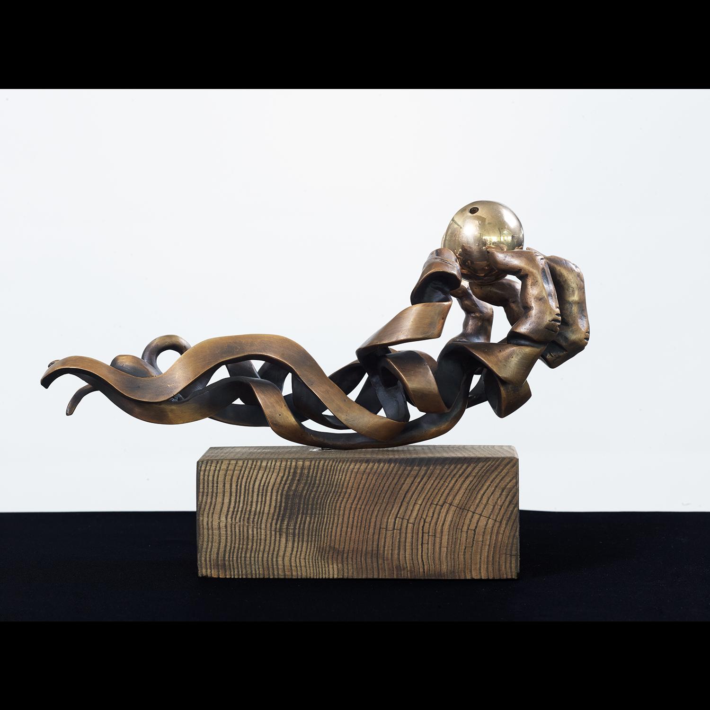 Sculptuur-hand-met-clownsneus1